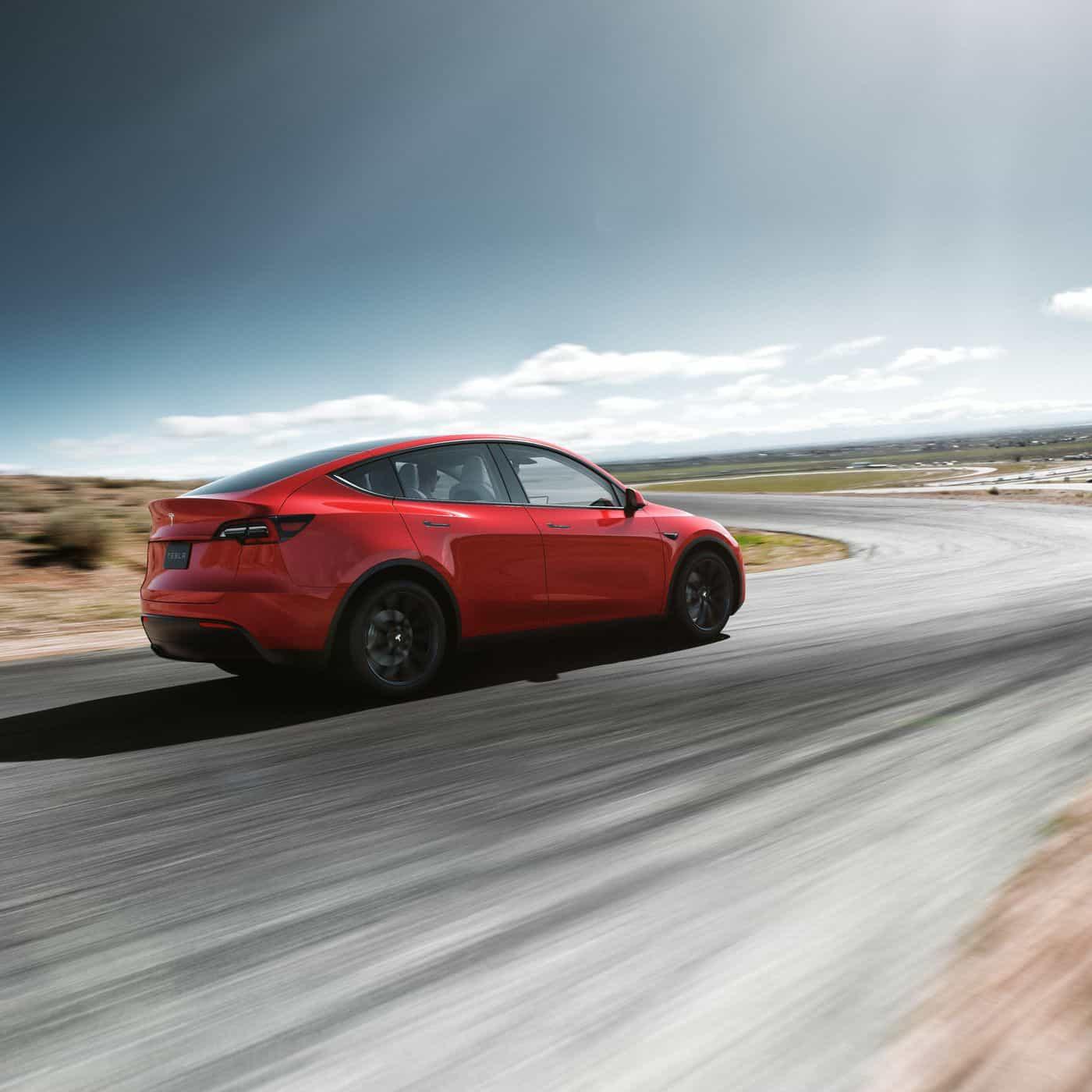 Tesla ha presentato il nuovo SUV Model Y
